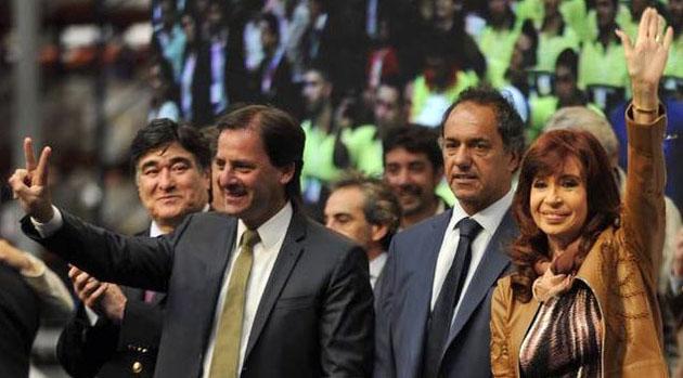 Visita oficial. Cristina Fernández de Kirchner junto a Daniel Scioli, Carlos Zannini y Ariel Sujarchuk en Garín.